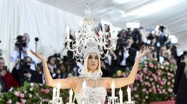 Speváčka Katy Perry v kreácii pod taktovkou ateliéru Moschino.