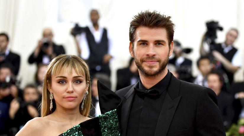 Speváčka Miley Cyrus a jej manžel Liam Hemsworth.