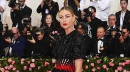 Tenistka Maria Šarapovová prišla v kreácii Givenchy Haute Couture.