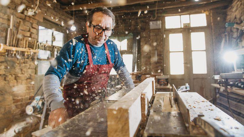 drevár, rezbár, drevo, priemysel, dôchodca