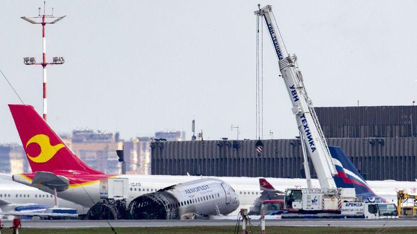 Rusko lietadlo núdzové Aeroflot suchoj superjet...