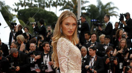 Topmodelka Romee Strijd predviedla v Cannes svoje ukážkové nohy.