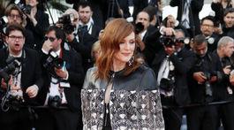 Herečka Julianne Moore v kreácii z dielne značky Louis Vuitton.
