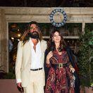 Herečka Monica Bellucci a jej partner - umelec Nicolas Lefebvre na slávnostnej večeri značky Dior v Cannes.
