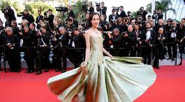 Japonská herečka Kiko Mizuhara v kreácii Christian Dior Haute Couture.