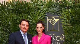 Moderátorka a bývalá Miss Veronika Vágnerová Husárová s riaditeľom hotela Carlton Robertom Tóthom.