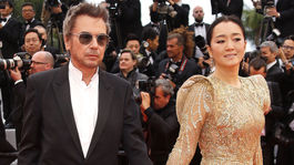 Hudobný skladateľ a umelec Jean-Michel Jarre a herečka Gong Li.