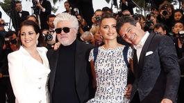 Nora Navas, režisér Pedro Almodovar a herci Penelope Cruz a Antonio Banderas