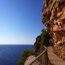Pláž Pasjača, Chorvátsko, skaly, chodník
