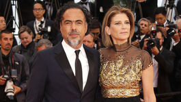 Prezident poroty festivalu v Cannes Alejandro Gonzalez Inarritu a jeho manželka Maria Eladia Hagerman.