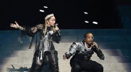Madonna počas vystúpenia na finále Eurovízie s novou skladbou Future.