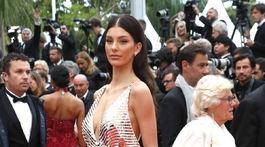 Modelka Camila Morrone prišla v kreácii Miu Miu.