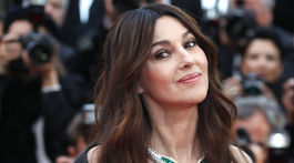 Talianska herečka Monica Bellucci na červenom koberci v Cannes.
