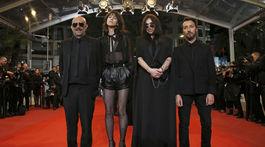 Zľava: Režisér Gaspar Noe, herečky Charlotte Gainsbourg a Beatrice Dalle a dizajnér Anthony Vaccarello.