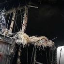 Spúšť v Žiline. Most poškodili horiace pivné prepravky, fľaše a slama