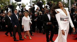 Francúzska topmodelka Cindy Bruna v kreácii Balmain Haute Couture.