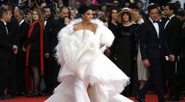 Herečka Aishwarya Rai v kreácii Ashi Studio Haute Couture.