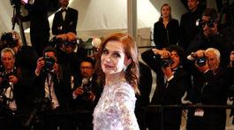 Herečka Isabelle Huppert priniesla do Cannes film Frankie. A objavila sa v kreácii Armani Privé.