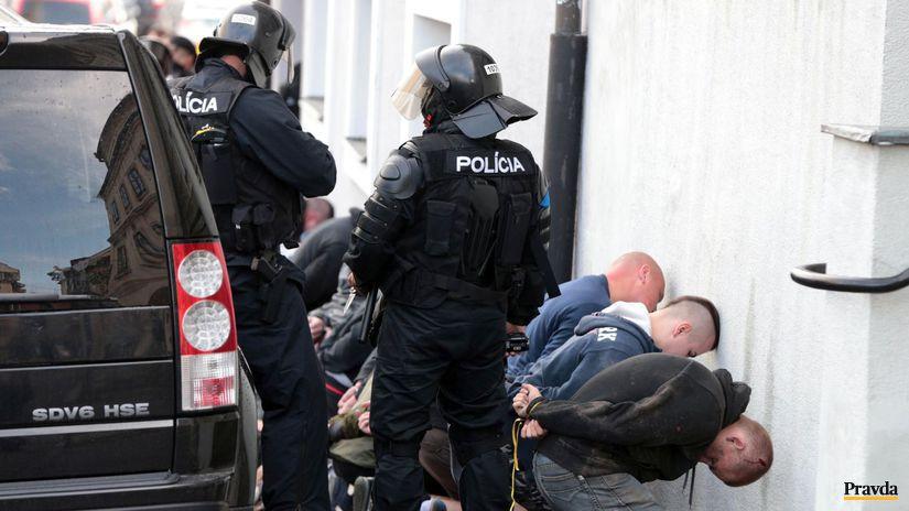 radikáli, extrémisti, zásah polície, zatýkanie