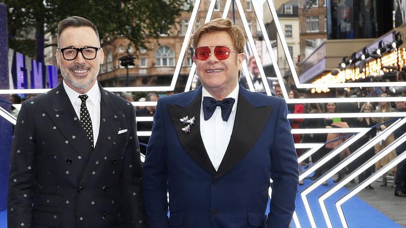 spevák Elton John a jeho manžel, producent...