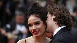 Brooklyn Beckham bozkáva priateľku Hanu Crossovú.
