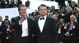 Leonardo DiCaprio (vpravo) a Brad Pitt