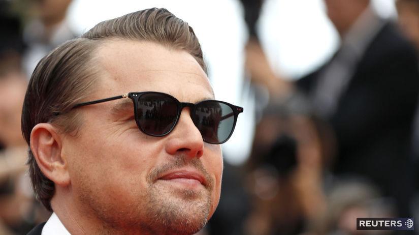Herec Leonardo DiCaprio sa objavil na červenom...