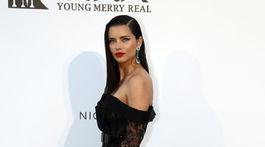 Topmodelka Adriana Lima stavila na čiernu farbu.