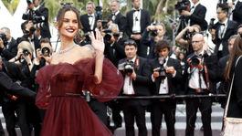 Topmodelka Izabel Goulart v kreácii Valentino Haute Couture.