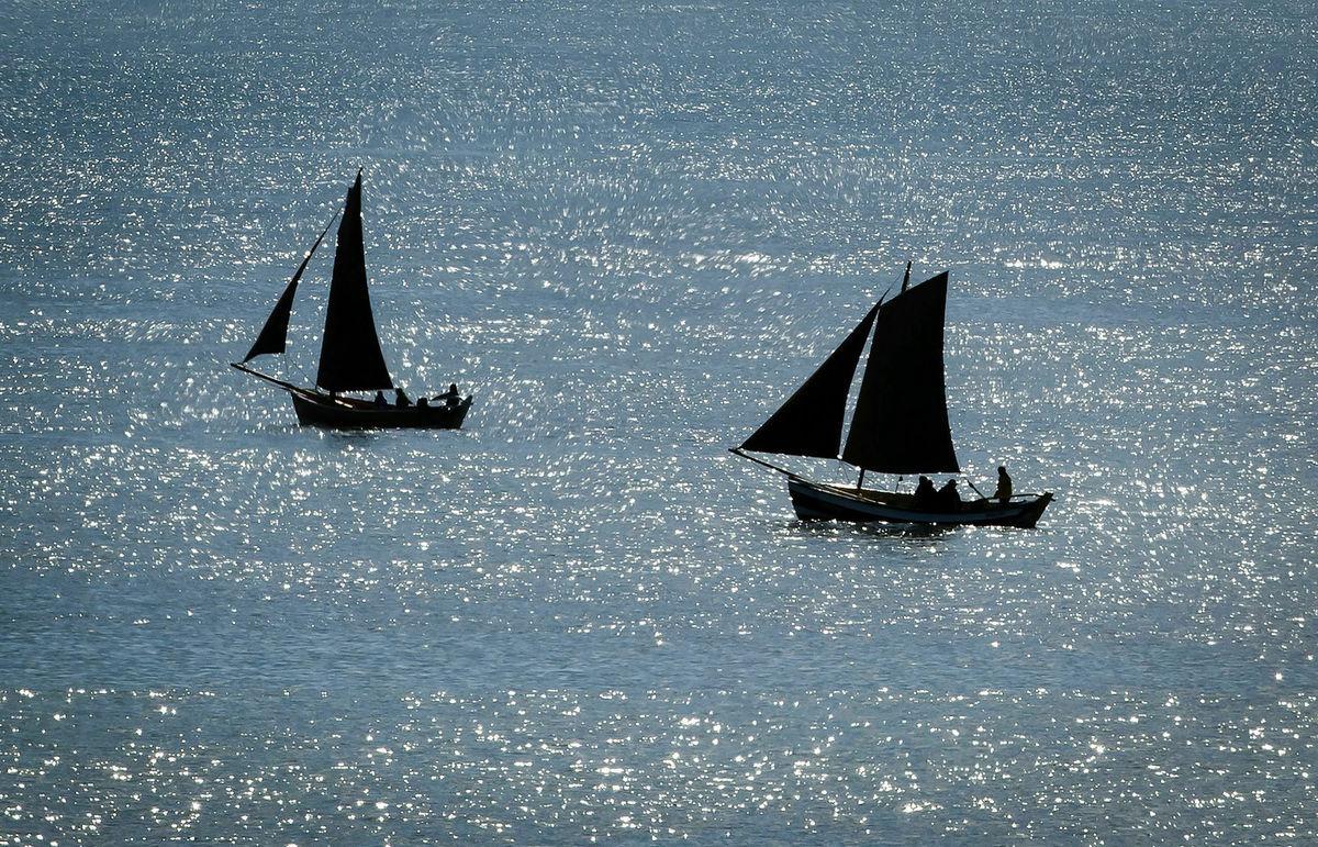 Británia, more, člny, lode, plachetnice, dovolenka, cestovanie, plavba, leto