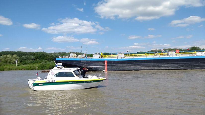 Loď, Dunaj, rieka, polícia
