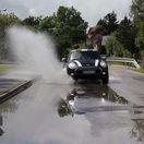 pneumatiky, auto, voda