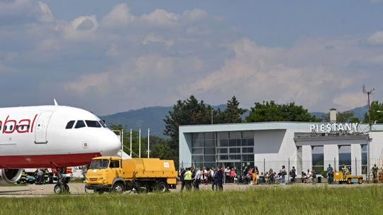 Z Piešťan lietajú dovolenkári. Letisko má za sebou prvý charterový let