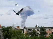 rusko, továreň, výbuch, dym