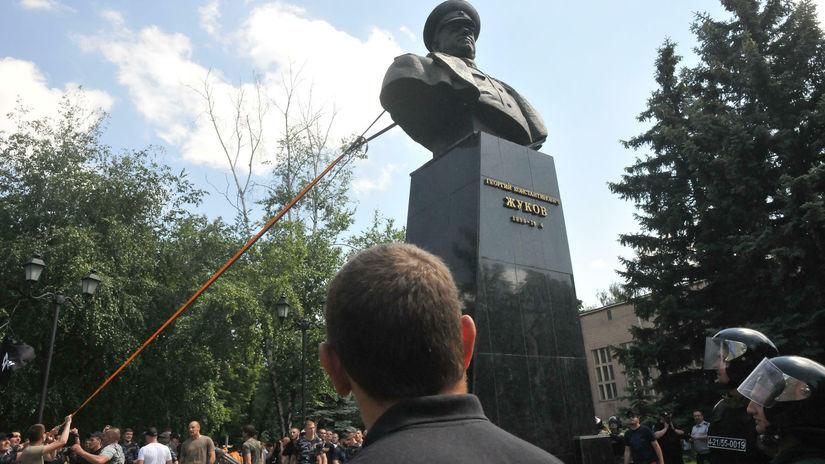 Ukrajina / Žukov / busta /