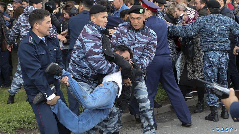Kazachstan protest demonštrácie polícia