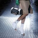 Talianska značka Prada často pracuje so zapojením ponožiek v dizajne obuvi a celkovom stylingu.