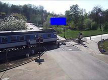 vlak skoro zrazil muža