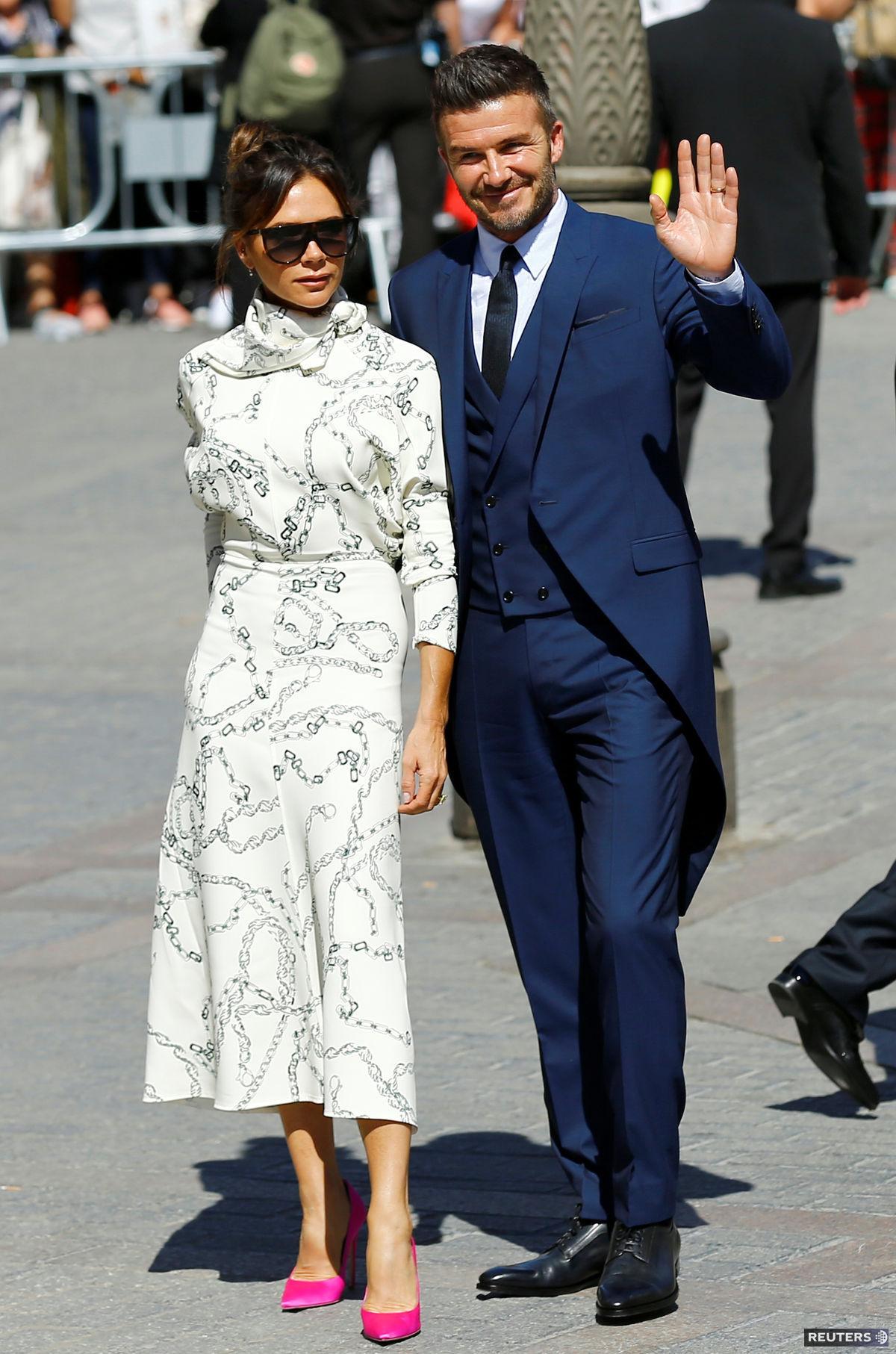 Dizajnérka Victoria Beckham v šatách z vlastnej...