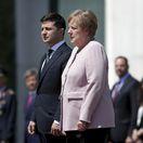 Merkelová dostala počas prijatia Zelenského triašku