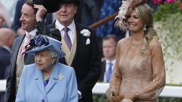Britskú kráľovnú Alžbetu II. na dostihoch v Ascote sprevádzal aj holandský kráľ Willem-Alexander a jeho manželka Maxima.