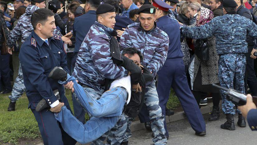 Kazachstan / voľby / demonštrácie / polícia /...