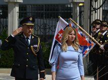 Prezidentka SR Zuzana Čaputová počas prehliadky Čestnej stráže po príchode do Prezidentského paláca v rámci jej inaugurácie.