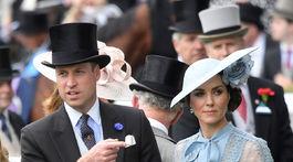Vojvodkyňa Catherine z Cambridge a jej manžel - princ William na dostihoch v Ascote.