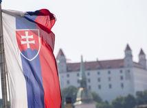 SR / Bratislava / hrad / vlajka /