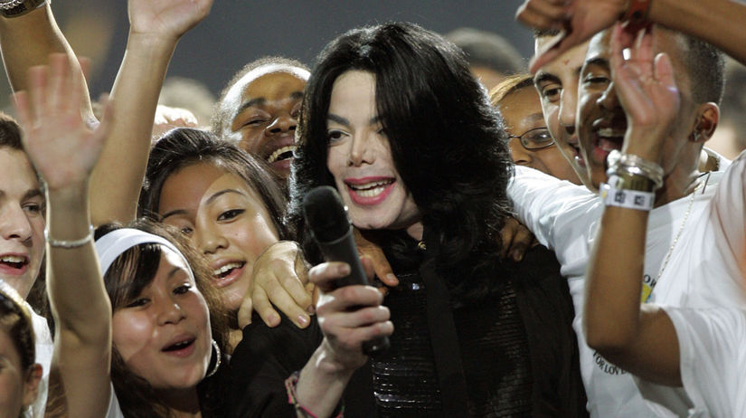 Spevák Michael Jackson na archívnom zábere z...