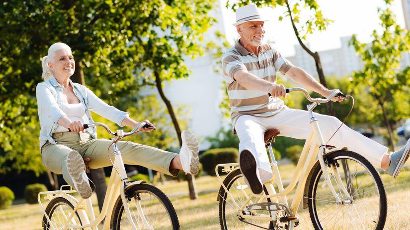 dôchodcovia, bicykel
