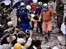 Kambodža / pád budovy /