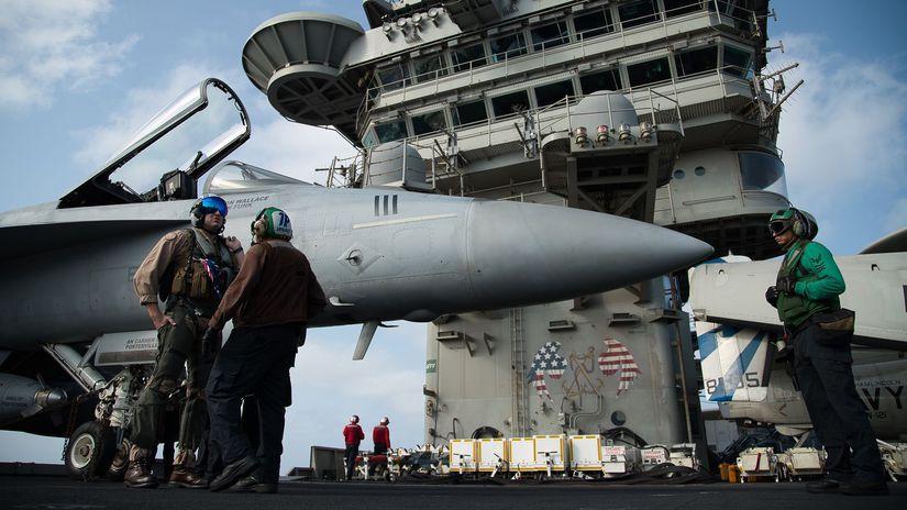 USS Abraham Lincoln, lietadlova, loď, stíhačka,...