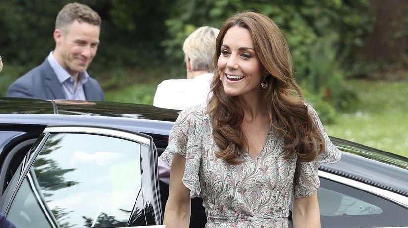 Vojvodkyňa Kate z Cambridge prichádza na...